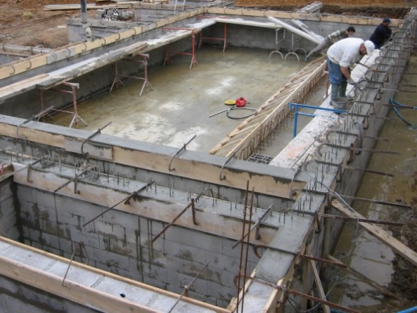 Sarl artem ma onnerie gros oeuvre terrassement for Construction piscine nevers